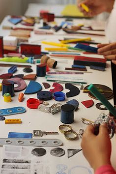 atelier pour enfants: nos ateliers Projects For Kids, Crafts For Kids, Arts And Crafts, Craft Kids, Kids Printmaking, Recycling, Art Station, Creative Play, Teaching Materials