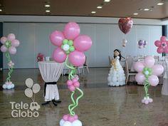 Decoración con globos de Primera Comunión con muñeca de globos