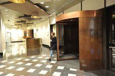 In cadrul United Business Center din Cluj, Record a montat 2 usi rotative din bronz ce ofera o cale de acces in interiorul cladirii cu totul aparte, oferind vizitatorilor si angajatilor o prima impresie puternica creata de marimea impozanta si design-ul inedit.  #usiautomate #usiautomaterotative #usiautomatedinbronz #Record #AlutermGroup #UBC #ClujNapoca Cale, Divider, Interior, Furniture, Design, Home Decor, Decoration Home, Room Decor, Design Interiors