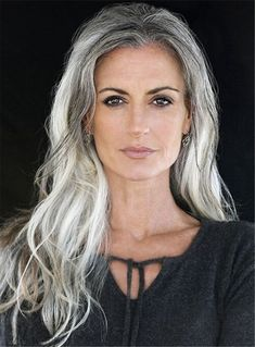 Tips with regard to great looking women's hair. An individual's hair is without a doubt exactly what can easily define you as a person. To numerous men and women it is important to have a great hair do. Hairstyle For Round Face. Hair and beauty. Pelo Color Plata, Long Gray Hair, Grey Hair Over 50, Long Silver Hair, Silver Grey Hair Gray Hairstyles, Blue Gray Hair, Grey Hairstyle, Decent Hairstyle, Style Hairstyle