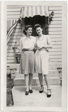 1940s vintage fashion | skirt, belt + shirt | 40s dress detail | american flag