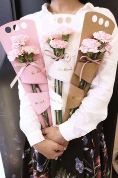 Flower Bouquet Diy, Diy Flowers, Flower Decorations, Paper Flowers, Flower Box Gift, Flower Boxes, Craft Gifts, Diy Gifts, Flower Packaging