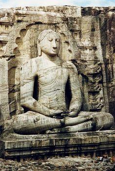 Sri Lanka, Polonnaruwa, sitting Buddha
