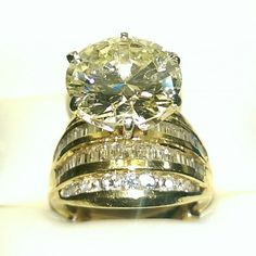13 carat diamond wedding ring set in 18k yellow gold
