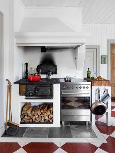 Christofers och Karins hus Made In Persbo Swedish Kitchen, Swedish Cottage, Swedish House, Rustic Kitchen, Kitchen Dining, Beautiful Home Designs, House By The Sea, Interior Exterior, Home Kitchens