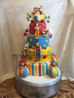 Circus clowns cake!!! www.sweettreatusa.com