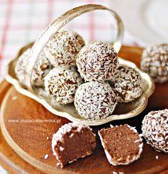 Kuleczki daktylowe z sezamem bez cukru, wegańskie Protein Cookie Recipe, Protein Cookies, Raw Food Recipes, Sweet Recipes, Dessert Recipes, Sweet Desserts, Delicious Desserts, Yummy Food, Healthy Sweets