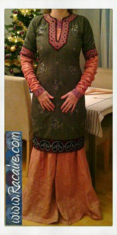 12th century pink-purple underdress worn with my 12th century blue short pull-over dress