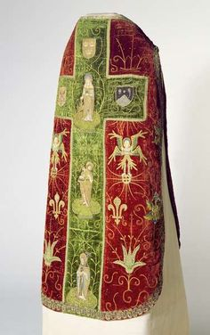 Chasuble (Opus Anglicanum), early 16th century (velvet & embroidery)