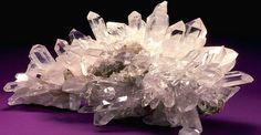 Magia de los minerales, gemas y cristales:Una forma de agregar más poder a tus velas mágicas es acompañarlas de piedras naturales con una vibración especial