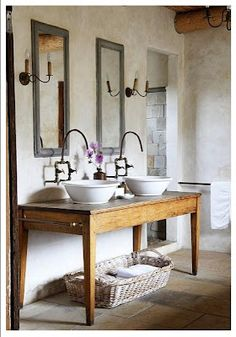 Stilmix: Country meets Modern & Glamour – im Westwing Magazin Der Country-Stil ganz klassisch? No! Decor, Country Bathroom Designs, Home, Bathroom Makeover, Master Decor, Bathrooms Remodel, Beautiful Bathrooms, Bathroom Inspiration, Rustic House