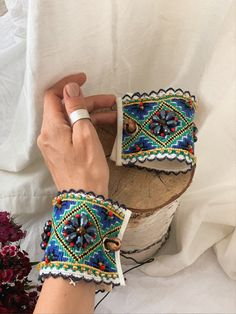Handmade Clothes, Handmade Items, Diy Fashion Projects, Fabric Bracelets, Embroidered Clothes, Marketing And Advertising, Etsy Seller, Hands, Embroidery