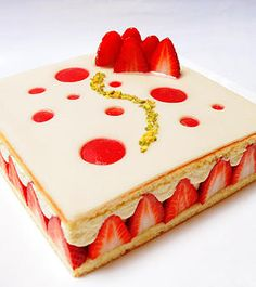 You want healthy desserts? Please check the info in the full post here. Patisserie Design, Blog Patisserie, Healthy Desserts, Delicious Desserts, Fancy Cake, Modern Cakes, Elegant Desserts, Strawberry Cakes, Baking And Pastry