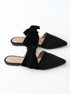 5f3bd0bc1b0f Flache Schuhe, Extravagante Schuhe, Mode Outfits, Denim Schuhe, Schwarze  Schuhe