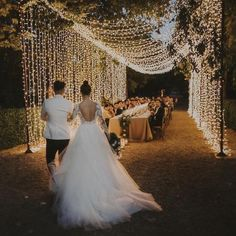 Wedding dinner music gives the atmosphere to the whole event. Check the list, including some latest 2020 wedding dinner songs! Wedding Dinner Music, Wedding Night, Spring Wedding, Wedding Dinner Dress, Autumn Wedding, Wedding Goals, Wedding Events, Wedding Locations, Wedding Vendors