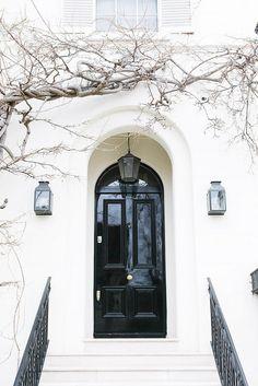 Ideas For Exterior Facade Black Doors The Doors, Windows And Doors, Front Doors, Front Entry, Grand Entrance, Entrance Doors, Design Exterior, Interior And Exterior, Black Exterior