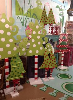 Yard art Whoville Christmas Decorations, Grinch Decorations, Christmas Themes, Christmas Holidays, Le Grinch, Grinch Party, Ward Christmas Party, Christmas Program, Christmas Wood