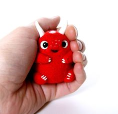This crumbs do not want to let go.He is very happy and cute. And could not help smiling at the sight of him. Eyes glass painted manually. It is weighted metal pellets. Very cosy sits in a hand!