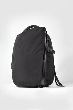Wanted : les sacs de Côte & Ciel par Yohji Yamamoto Comme Des Garcons, Yohji Yamamoto, Vogue Paris, Ciel, Hypebeast, Fall Winter, Backpacks, Bags, Products