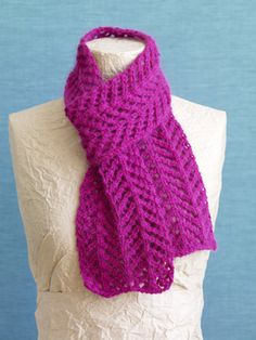 Wondering if I could do this with some gorgeous wool I picked up at Lambspun, but in 2 colors...might give it a try