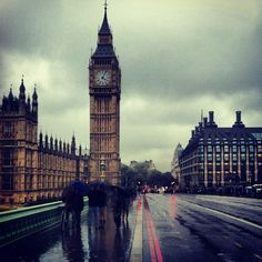 I always think rain and fog make London look more interesting. Grey skies over a rain-soaked #London 12°C | 57°F