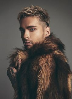 Video World Premiere: Tokio Hotel - Something New Bill Kaulitz, Tom Kaulitz, Pretty Men, Beautiful Men, Beautiful People, Edgy Pixie, Mens Fur, Shearling Coat, Pierce The Veil