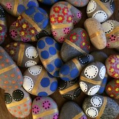 Domino game made of 28 hand-painted and varnished pebbles, featuring all 6 different patterns in a wood box