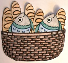 Feeding 5,000  Jesus feeds 5,000 is also referred to as the fishes and loaves miracle. This is a quick and easy craft so the kiddos will remember your Bible lesson.  http://craftingthewordofgod.wordpress.com/2013/04/09/feeding-the-5000/