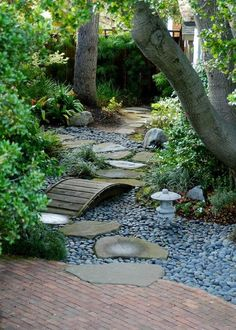 Japanese garden design and ideas. Natural Landscaping, Gardening, and Landscape Design for backyard and front yard. Diy Garden, Wooden Garden, Dream Garden, Garden Paths, Gravel Garden, Outdoor Zen Garden Diy, Zen Rock Garden, Garden Villa, Pea Gravel