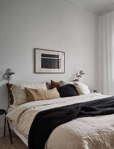 Grey home with a natural touch Minimalist Bedroom grey Home Natural Touch Bed Design, Home Design, Interior Design, Simple Interior, Gray Bedroom, Home Decor Bedroom, Bedroom Ideas, White Bedrooms, Bedroom Modern