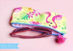 """Mein Stoffdesign: Brillentasche aus meinem Stoff """"Pink Flamingo"""" #stoff #surfacepattern #flamingo #summer #tropic #fabricpattern #patterndesign #nähen"""