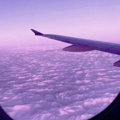 up where no one can find you in the purple heavens Dark Purple Aesthetic, Violet Aesthetic, Lavender Aesthetic, Rainbow Aesthetic, Aesthetic Colors, Aesthetic Photo, Aesthetic Pictures, Sky Aesthetic, Purple Walls