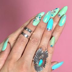kandeejohnson: New nails from my amazing nail artist @yvynails ...a few fingers change colors too! #mint #turquoise #nails #