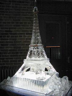 Eiffel tower Ice sculpture Snow And Ice, Fire And Ice, Snow Sculptures, Sculpture Art, Tour Eiffel, Wassily Kandinsky, Ice Sculpture Wedding, Ice Photo, Ice Art