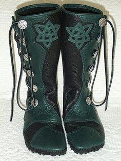 These are so nice.. Fairy boots or Celtic boots. There's a nice blue pair, too!