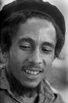Bob Marley photo by Peter Simon. Bob Marley Legend, Reggae Bob Marley, Bob Marley Pictures, Marley Family, Jah Rastafari, Damian Marley, Ron Woods, Robert Nesta, Nesta Marley