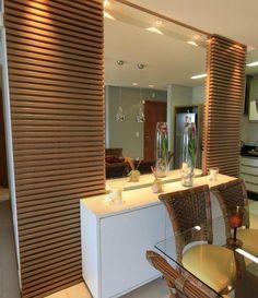 Buffet branco com espelho e madeira