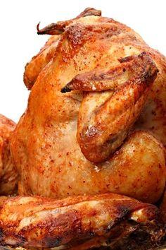 Opravdu jak název říká, menší kuře posazené na plechovce piva, grilované pod poklopem grilu dozlatova.