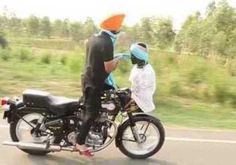 Motorcyclist Ties Turban While on the Move | Watch the video - Screen India