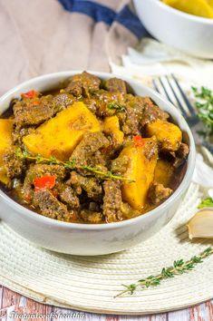 Jamaican curry beef Jamaican Cuisine, Jamaican Dishes, Jamaican Curry, Jamaican Recipes, Curry Recipes, Beef Recipes, Chicken Recipes, Cooking Recipes, Cooking Beef