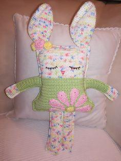 Crochet bunny - pattern from spinayarncrochet.com Crochet Bunny Pattern, Crochet For Kids, Crochet Toys, Socks, Amigurumi, Animales, Sock, Stockings, Ankle Socks