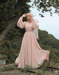 to wear to a wedding hijab simple Hijab Dress Party Engagement & Hijab Dress Party Hijab Prom Dress, Hijab Evening Dress, Hijab Style Dress, Modest Fashion Hijab, Modern Hijab Fashion, Hijab Fashion Inspiration, Muslim Dress, Hijab Outfit, Muslim Fashion