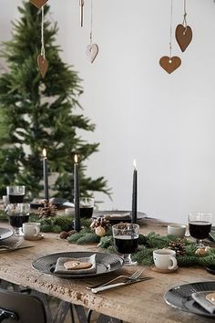 DIY Star Garland Geschenkpapier - Homey Oh My - Weihnachten Tischdekoration - Christmas Mood, Noel Christmas, Rustic Christmas, Christmas And New Year, Green Christmas, Christmas Brunch, Magical Christmas, Christmas Design, Outdoor Christmas