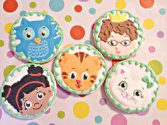 Galletas de azúcar Daniel Tiger favorece por CookieCheers en Etsy