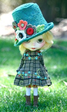 I had never heard of Blythe dolls before.  Such expressions and personality...