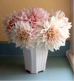 LOVE!  Pale pink dahlias.