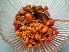 Addictive granola. Healthy Treats, Healthy Recipes, Healthy Foods, Brunch Items, Recipe Directions, Dried Cherries, Yummy Snacks, Breakfast Recipes, Breakfast Ideas