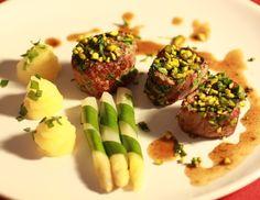 Maibockmedaillons mit Spargel und Stampfkartoffeln - Rezept - ichkoche.at