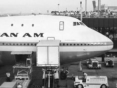Pan Am's 747 Clipper Hornet at Tokyo Haneda Airport in March, 1970. pic.twitter.com/YHDw97jb9p