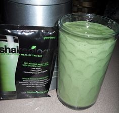 Shakeology Recipe of the Day: Kiwi Pineapple Delight cup water cup pineapple juice 2 peeled kiwis 1 scoop Greenberry Shakeology Ice Blend to perfection. Greenberry Shakeology, Beachbody Shakeology, Chocolate Shakeology, 21 Day Fix, Smoothie Prep, Smoothie Recipes, Pineapple Delight, Crushed Pineapple, Pineapple Juice
